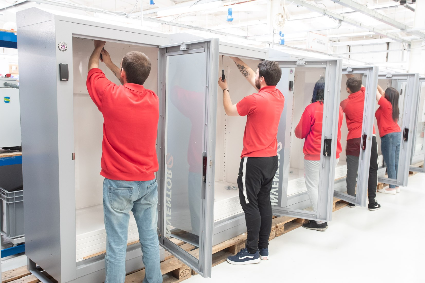 Manufacturing deal helps Inventor-e target £multi-million 'industrial vending' opportunity » inventore 9 » PP Control & Automation